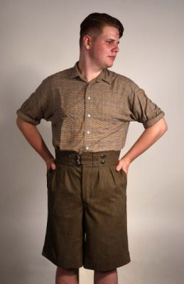 Shorts, Modell 1930 in Altmessing meliert.